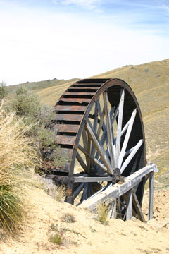The Young Australian waterwheel - Photography by Matthew Sole