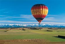 Hot Air Ballooning over the Canterbury Plains - Photography by Tourism New Zealand