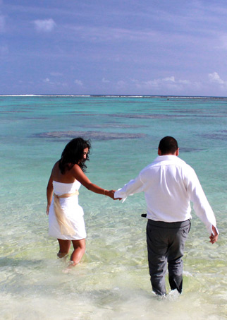 To celebrate this joyful occasion in your own unique and personal way is the primary focus of Weddings Cook Islands.