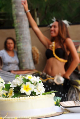 Wedding Cake with Cook Islands Dancer