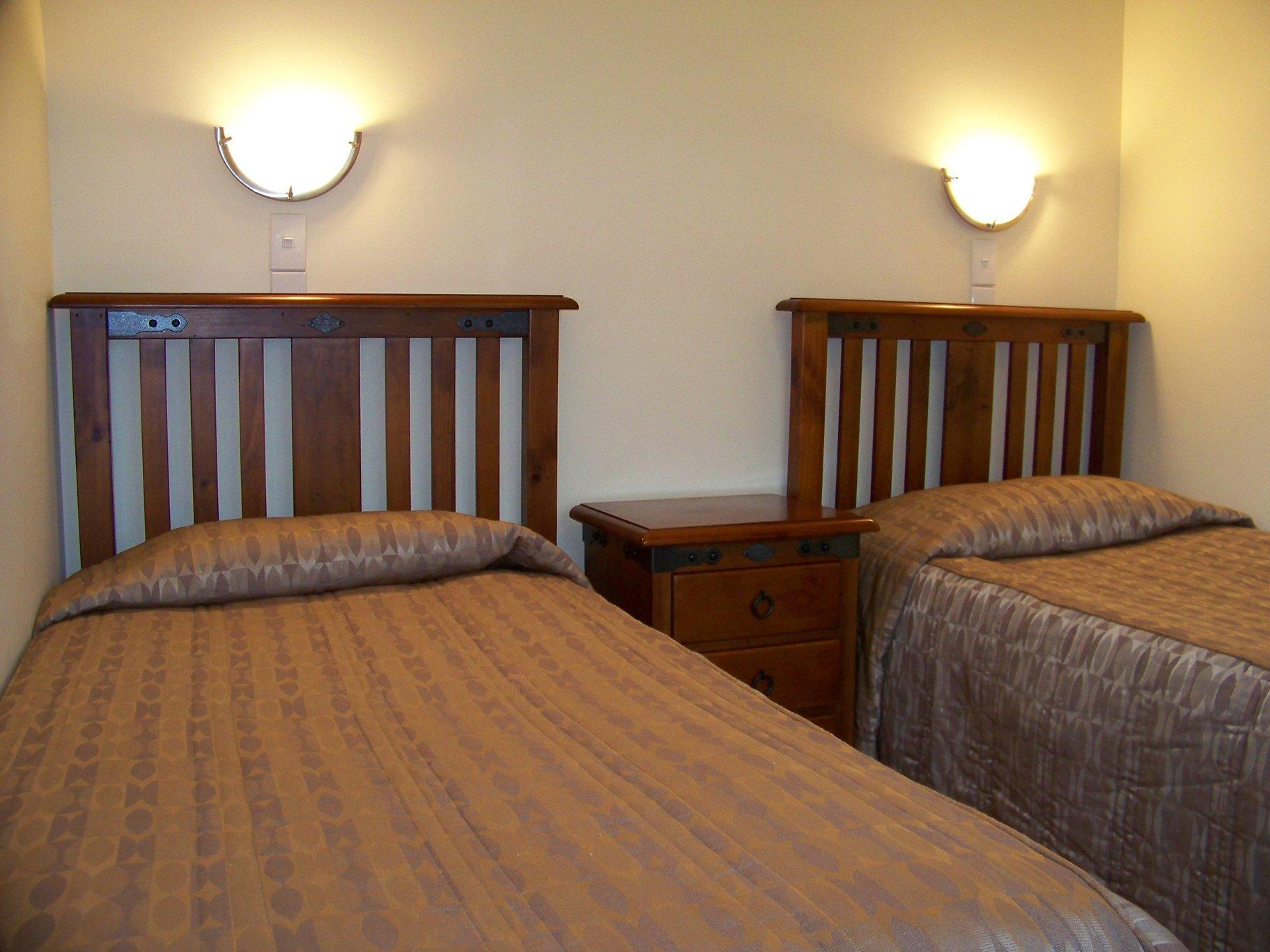 Aaron Court Motor Inn - Accommodation