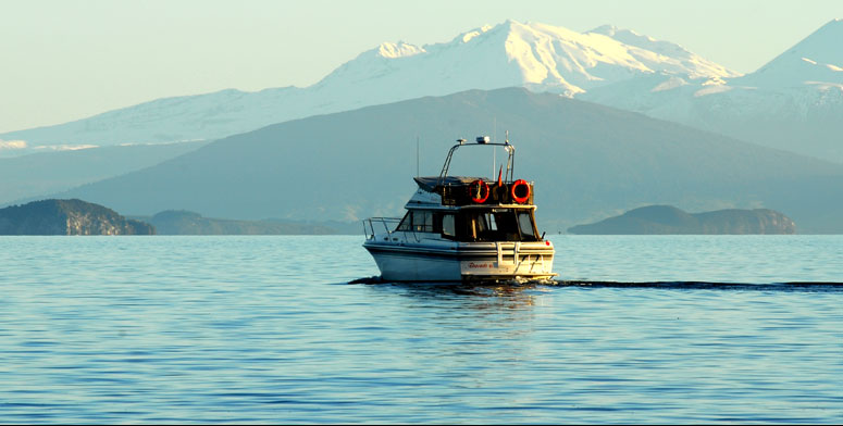 Acacia Cliffs Lodge - a short stroll from your luxury accommodation to Lake Taupo