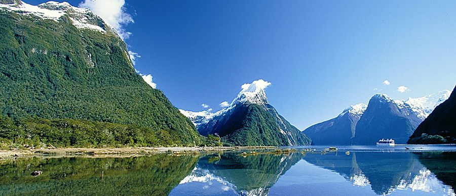 Aroha Luxury Tours - Scenic highlights tour - Reflective lakes