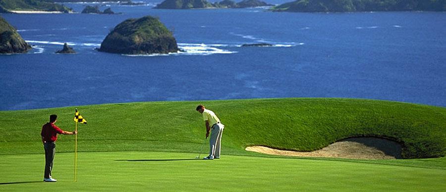 Aroha Luxury Tours - About New Zealand - Great golf location