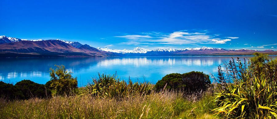 Aroha Luxury Tours - New Zealand Travel Information - Lake landscape