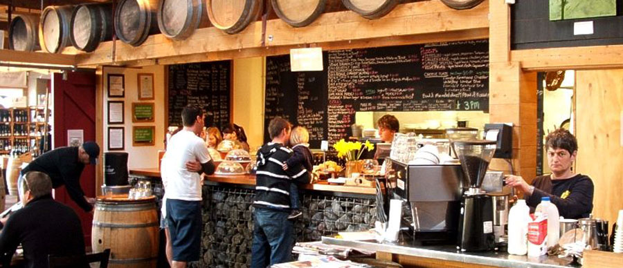 Aroha Luxury Tours - About New Zealand Cuisine - Bustling cafes and restaurants