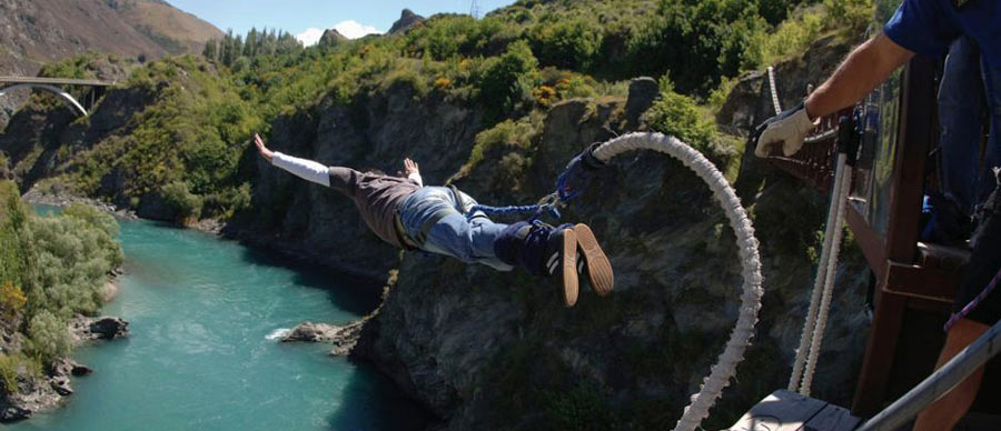 Aroha Luxury Tours - About New Zealand Inventions - Bungy Jumping