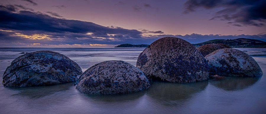 Aroha Luxury Tours - About New Zealand Landscape - Moeraki Boulders