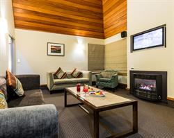 Distinction Te Anau Villa