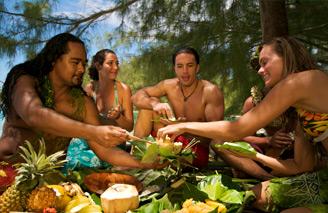 Experience a traditional island feast.  Image: Tahiti Tourism