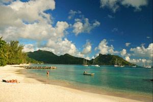 Beach life Hotel Maitai Huahine
