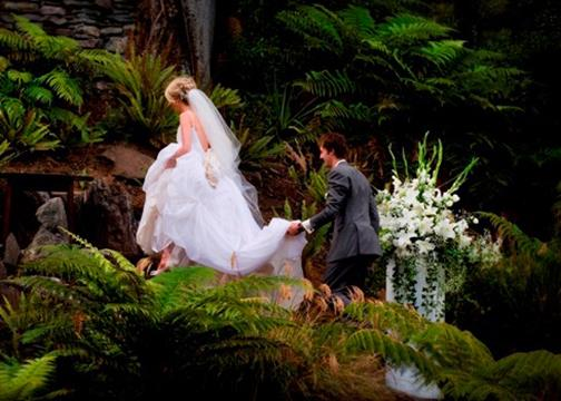 Excellent outdoor wedding photography at Treetops Lodge Rotorua