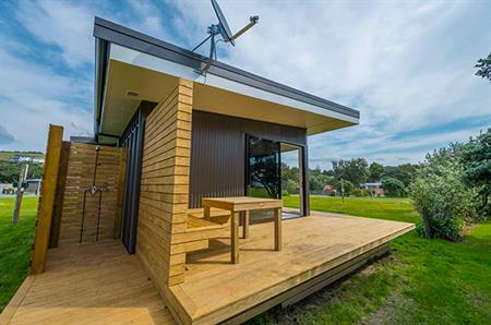 2 Bedroom Self-Contained Cabin - Outside Shower
