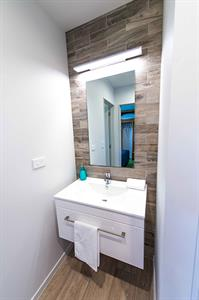 2 Bedroom Self-Contained Cabin - Vanity