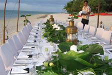 An elegant beach reception